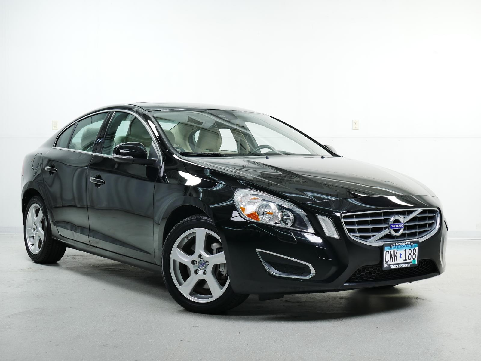 Pre-Owned 2012 Volvo S60 T5 w/Moonroof
